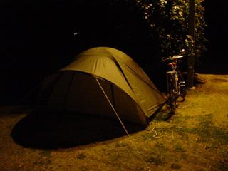 多田羅キャンプ場にテントを設営