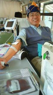 献血中の私です。早い時間で採れました。