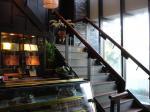 階段を上って2F