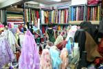 市場の中にはこんな布屋が一杯。この店は「慶発布行」