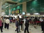 板橋駅のチケット販売エリアは大賑わい!