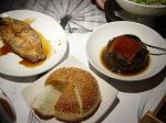 右上は客家料理名物「梅干扣肉」