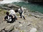 崖をロープなしで降りるのが近いが