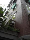 VIPルームはこのビルの1F