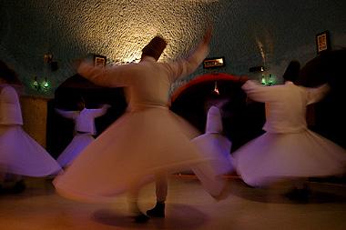 トルコの踊る宗教団体、旋舞(セマーゼン)の画像