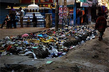カトマンドゥのゴミだらけな画像