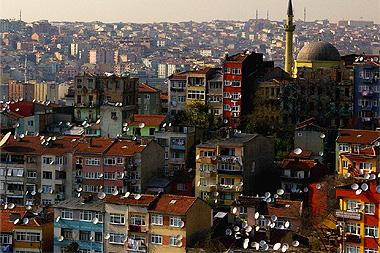 イスタンブールではみんなパラボラアンテナをつけている、の画像