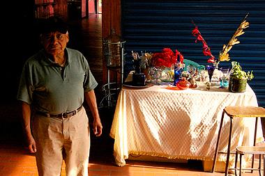廃れきったサンファン市場。殆ど客はいない廃墟のような土産物屋街・・・