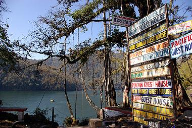 ポカラの美しいペワ湖の画像