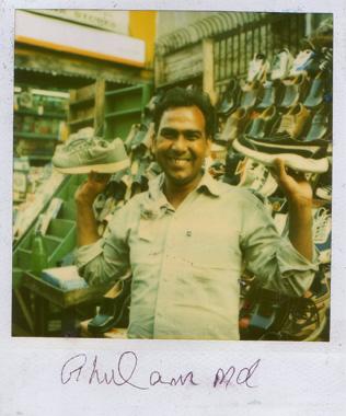 ボンベイで会った優しげな靴屋さんの画像