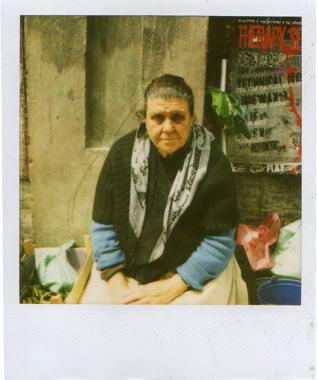 ポルトの悲しげなおばあさんの画像