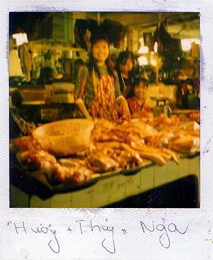 ベトナム肉屋のさっきとは違うおばさんの画像