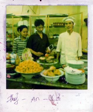ベトナム料理屋の人々の画像