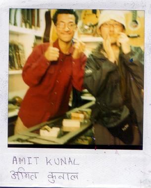 カトマンズで出会った楽器屋さんとオスダルの画像