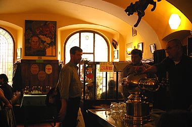 プラハ1のビアホール、金の虎の画像