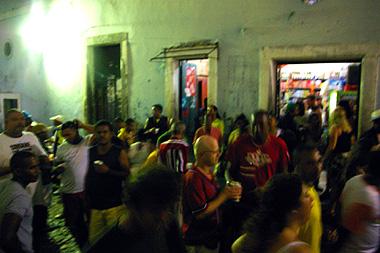 サルバドールで週末行われるパーティの画像その1