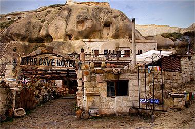 ギョレメにあるスターケイブホテルの画像。なんと、洞窟をくりぬいてできてるんですよ!