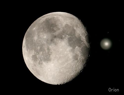 月とホームズ彗星