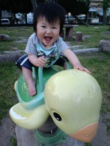 公園で初めての遊具