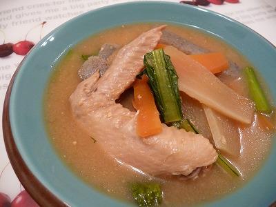 手羽先と野菜の味噌煮込みスープ