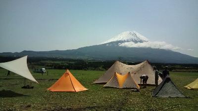フォーエックス富士山をバックに