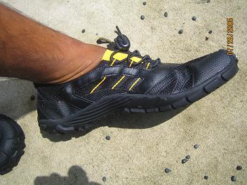 足、黒っ!