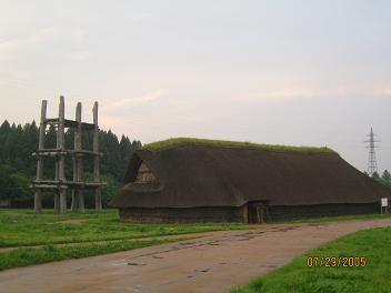 大型竪穴住居と櫓