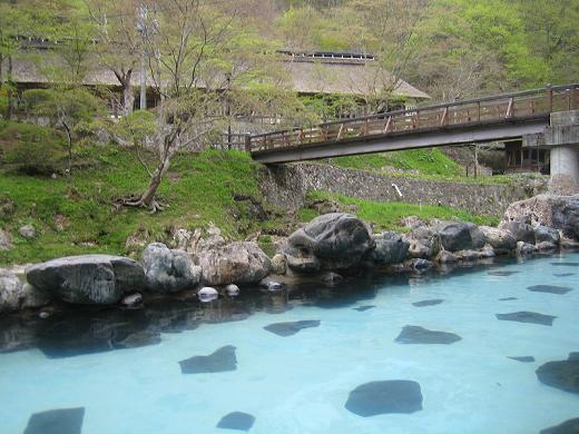 渓流沿いの露天風呂(混浴)