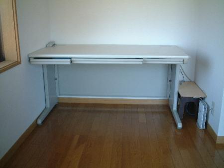 オカムラの机