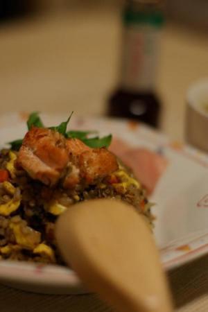 十六穀米の鮭チャーハン(ナンプラー風味)