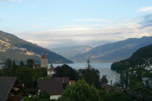 ホテル窓から湖