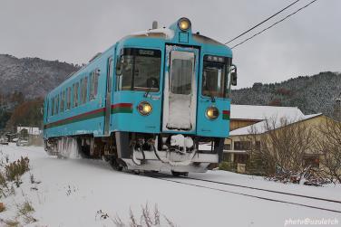 冬のローカル列車01