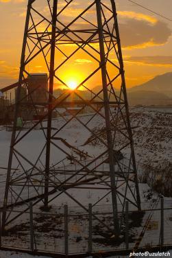 鉄塔の中の夕日
