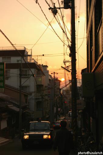 路地からの夕景
