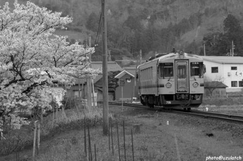 ローカル線の春02mono