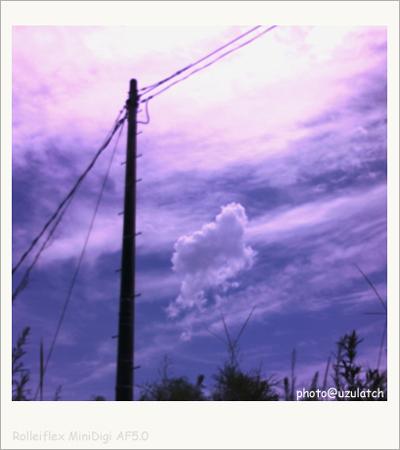 ポッカリ漂う雲