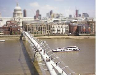 589millenium_bridge.jpg
