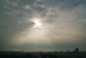 堺市街を照らす光芒、光環