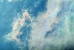 色づく積雲