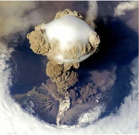 サリチェフ火山 爆発