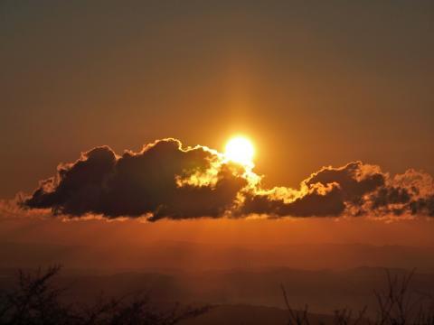 大山山頂からの初日の出