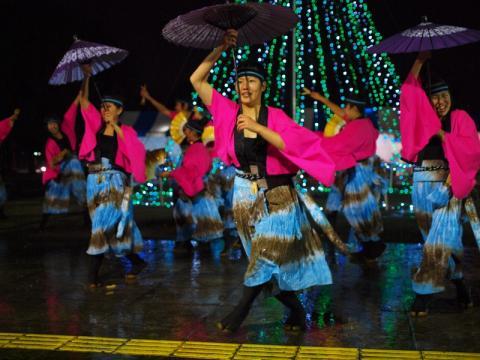 綾瀬イルミネーション点灯式で踊る パワフル