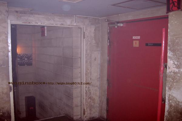 トイレ♪ 超ぉ~でかくて重い (×)