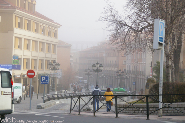 遠くは霧で、見えない。。