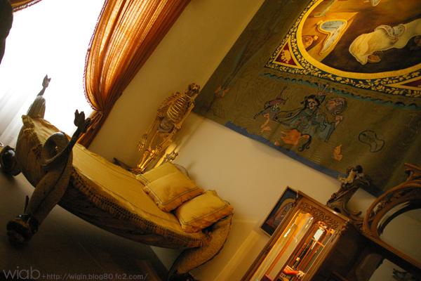 ダリがシエスタの時に使っていたベッド。
