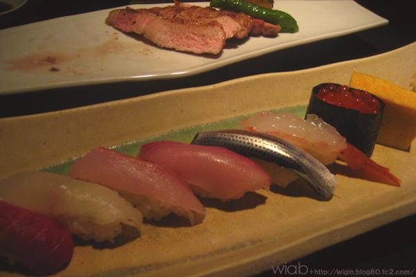 にぎり。 お鮨に関しては本格的なお鮨に比べると味は落ちますが雰囲気重視のお店っぽいのでしょうがない。 他のつまみ系は美味しかった。