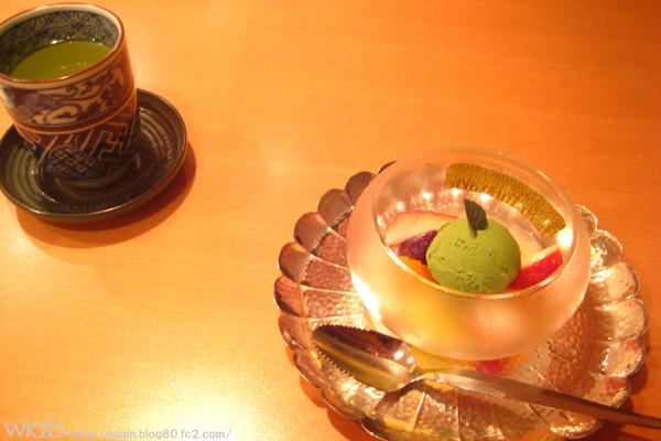 お約束の抹茶アイス。