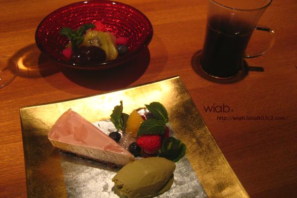 サクラのチーズケーキ☆ シナモン入りの温かいワイン