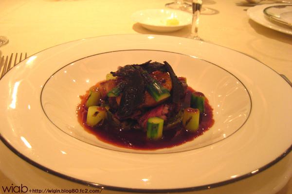 フォワグラとシャラン産鴨のロースト ポワロー添え トリュフ風味ソース