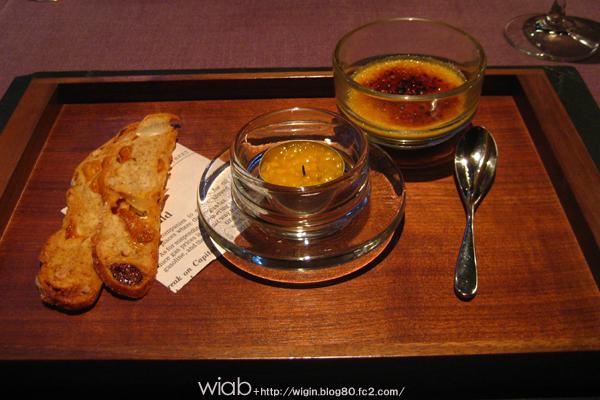 キャンドルホルダー☆ キャンドルの中はマンゴーを刻んだのと、トリュフがかったソースをパンに塗って食べる。 これ!!激うま!!!